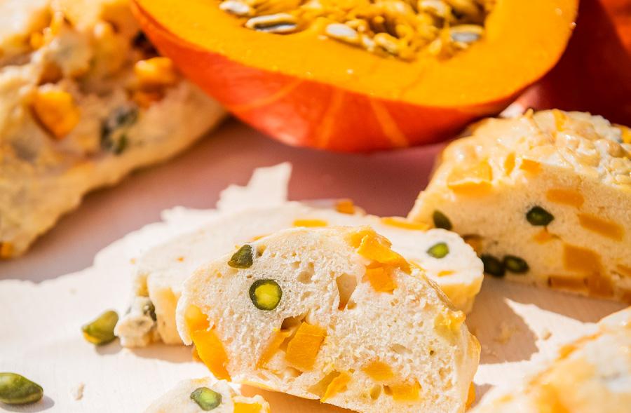 Kürbis-Pistazien-Brot